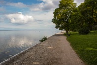 Vindstilla morgon på strandpromenaden. Foto: Linda Dahlström